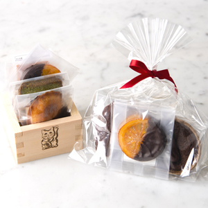 Baked confectionery assorted / put in masu